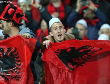 "Tifozet Kuq e Zi, gjate ndeshjes se futbollit ndermjet ekipeve kombetare, Shqiperi-Armeni, 2-1, e vlefshme per eleminatoret e ""Euro 2016"" ne France, e luajtur ne stadiumin ""Elbasan Arena"", ne qytetin e Elbasanit./r/n/r/nAlbanian fans, during the Euro 2016 qualifying round football match between Albania and Armenia, 2-1, at the Elbasan Arena Stadium."
