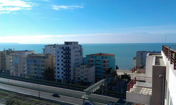 Shkon tek motra në Durrës për t'i rregulluar vazot, bie nga kati i 7-të i pallatit. Vdes tragjikisht ish-ministri