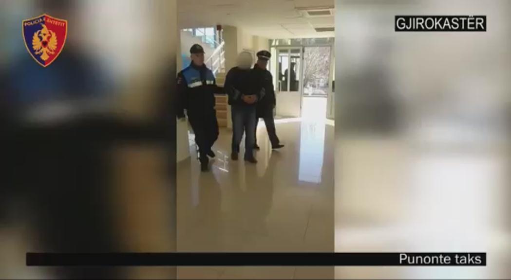 VIDEO  Pranga taksistit pa licencë në Gjirokastër  ryshfet policit për t i shpëtuar gjobës