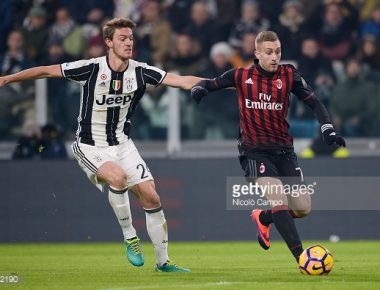JUVENTUS STADIUM, TURIN, ITALY - 2017/01/25: Daniele Rugani (left) of Juventus FC and Gerard Deulofeu of AC Milan compete for the ball during the TIM Cup football match between Juventus FC and AC Milan. Juventus FC wins 2-1 over AC Milan. (Photo by Nicolò Campo/LightRocket via Getty Images)