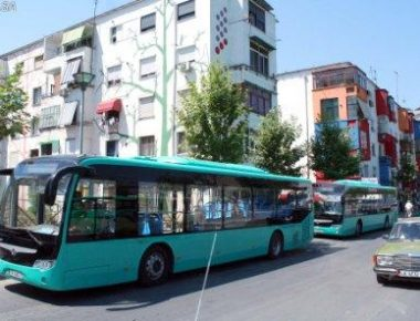10 autobuze te rinj me standarde bashkekohore, te cilet jane vene ne dispozicion linjes se Unazes.