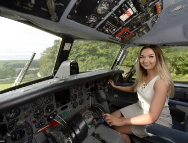 444528B500000578-4884304-Amber_pictured_in_the_cockpit_of_the_aircraft-m-8_1505400094547