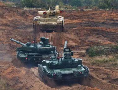 epa06213201 A handout photo made available by the Russian Defence Ministry on 19 September 2017 shows active army actions during Zapad 2017 military exercises on Luga range in St. Peterburg region, Russia, 18 September 2017. Up to 13 thousand military servicemen take part in the drill, 10 war ships, 250 tanks, 200 cannons and 70 combat aircrafts and helicopters. The drill are taking place from 14 to 20 September in Belarus and three military training grounds in Russia.  EPA-EFE/VADIM SAVITSKY / DEFENCE MINISTRY HANDOUT  HANDOUT EDITORIAL USE ONLY/NO SALES