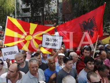auto_maqedoni_-_Protestat-Opozites-Shqiptaret-Maqedonet-Bashke-Kunder-Qeverise-Gruevskit-Kerkesa-Doreheqje-Shkup-Maqedoni-17-05-2015-dp_51505164045
