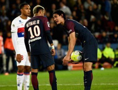 neymar-cavani-penalty-psg_s8sb8d2522h71jjaikag9y4b8