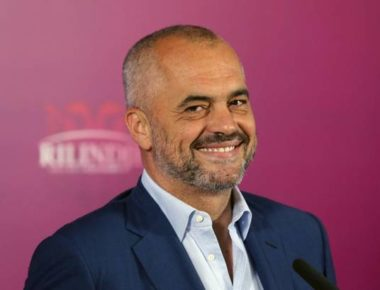 epa03757753 Edi Rama, leader of the Albanian opposition Socialist Party party and candidate for prime minister, smiles during his first appearance in a press conference after the elections, in Tirana, Albania, 24 June 2013. Albania's leftist opposition was leading the conservative Democratic Party of two-time Prime Minister Sali Berisha in parliamentary elections, early returns released by election authorities indicated 24 June.  EPA/ARMANDO BABANI