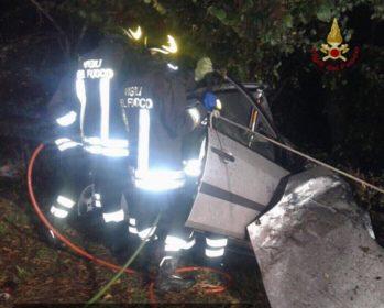 Incidenti stradali: auto contro albero, muore albanese