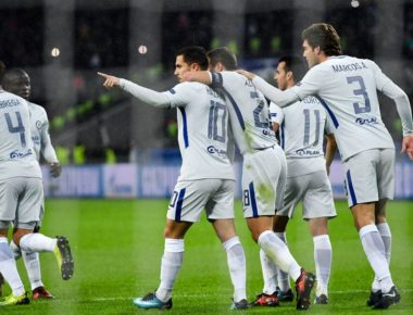 Chelsea's midfielder from Belgium Eden Hazard (C) celebrates after scoring a goal from the penalty spot during the UEFA Champions League Group C football match between Qarabag FK and Chelsea FC in Baku on November 22, 2017. / AFP PHOTO / Kirill KUDRYAVTSEV        (Photo credit should read KIRILL KUDRYAVTSEV/AFP/Getty Images)