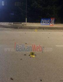 Aksion si në filma/ Tronditet Korça, dy të rinj qëllojnë me breshëri automatiku