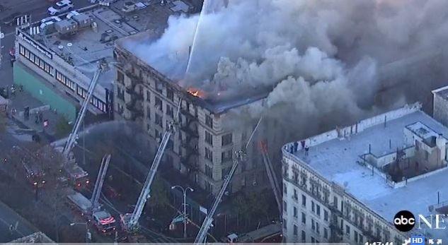 Zjarr masiv në një ndërtesë 6-katëshe në New York, 100 zjarrfikës në vendngjarje