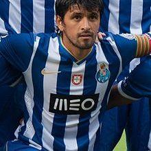 Lucho_González_FC_Porto_2013