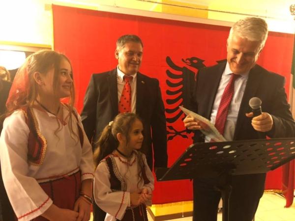 majko-takon-emigrantet-shqiptare-ne-itali-ju-jeni-pjese-e-jona
