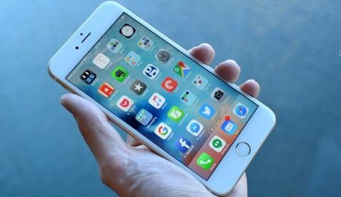 franca-ndalon-perdorimin-e-telefonave-ne-shkolle-nxit-femijet-te-luajne-jashte