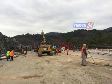 Bllokimi nga masivi shkëmbor, rinis qarkullimi në autostradën e Elbasanit