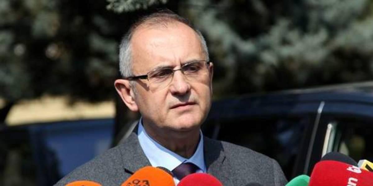 Kryeprokurori i ri  Vasili  Qeveria  shqeu  Kushtetutën dhe përçau vendin