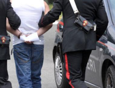 carabinieri arresto manette rissa-2