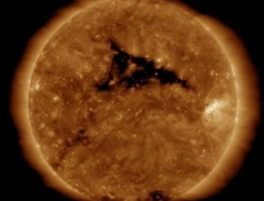 493EC06500000578-5395943-A_solar_storm_is_forecast_to_hit_Earth_today_after_the_sun_unlea-a-3_1518710013434