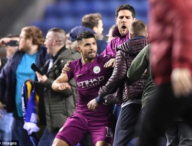 4963B50400000578-5412667-Manchester_City_s_Sergio_Aguero_reacts_with_fury_and_is_held_bac-a-54_1519127585226