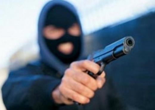 I dolën në rrugë beratasit dhe e grabitën  zbardhet ngjarja në Vlorë  identifikohen autorët