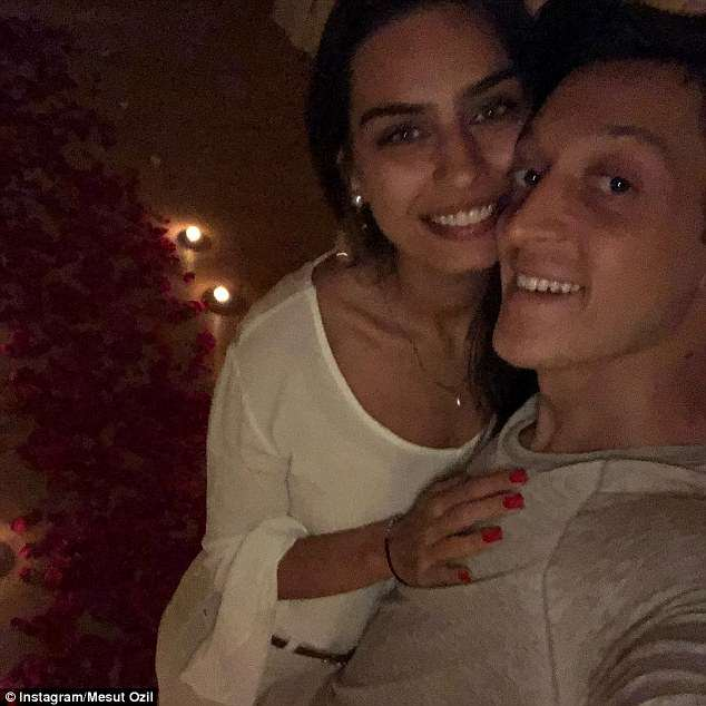 4BB5C54500000578-5675161-Mesut_Ozil_celebrated_his_girlfriend_s_birthday_on_Monday_with_A-a-29_1525109250553