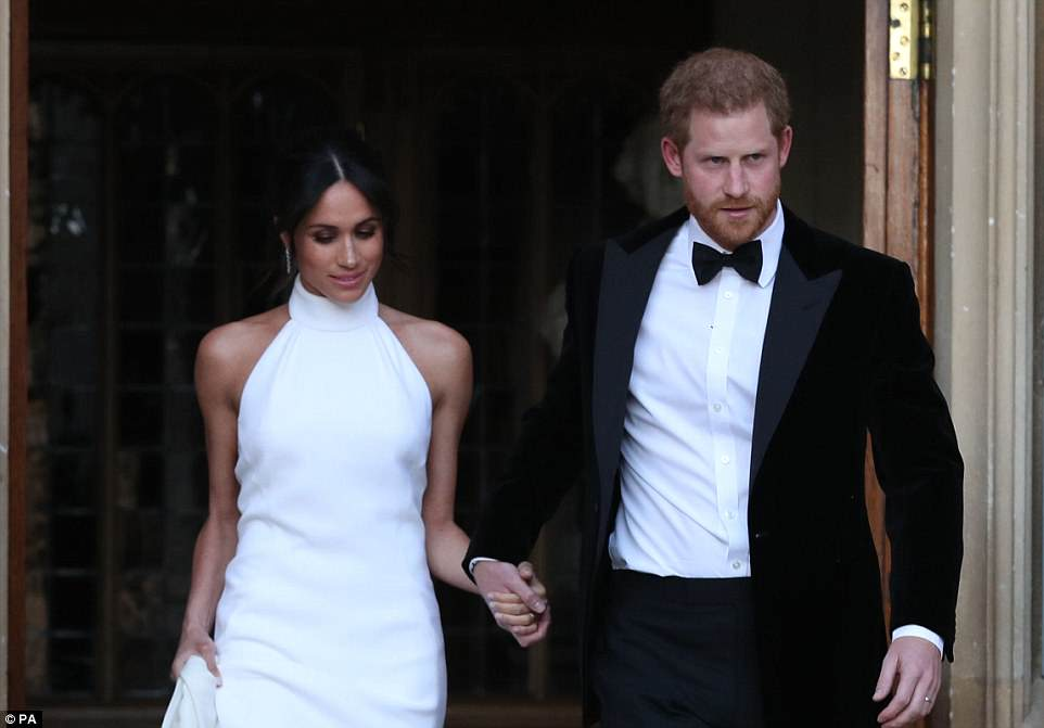 4C71006700000578-5753387-The_newlyweds_leave_Windsor_Castle_after_the_royal_wedding_on_th-a-146_1526909753150