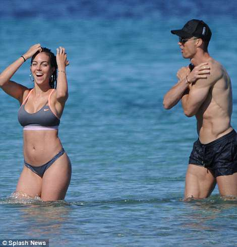 4C84BE3400000578-5756755-Hot_couple_alert_Cristiano_Ronaldo_33_and_girlfriend_Georgina_Ro-m-106_1526979694939