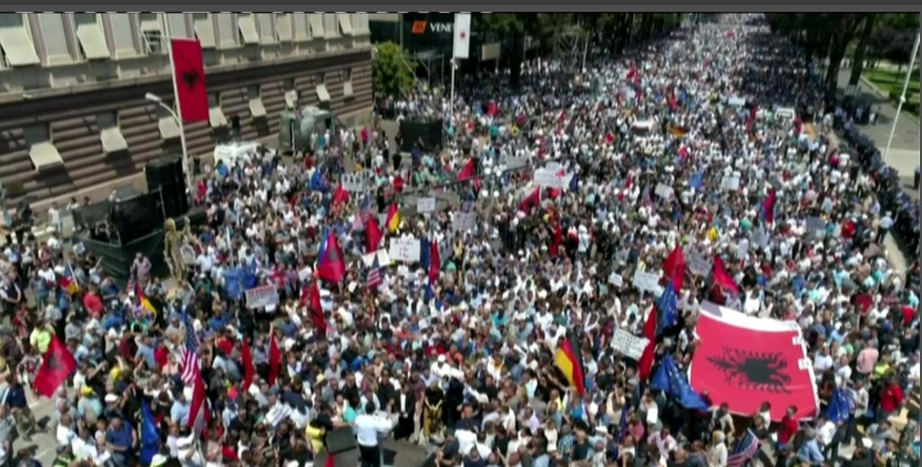 protesta-opozites-flet-basha