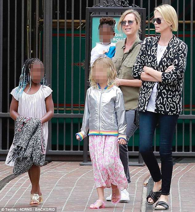 4D51D4EE00000578-5852883-Out_and_about_Charlize_Theron_took_in_a_bit_of_family_time_when_-m-111_1529211802089