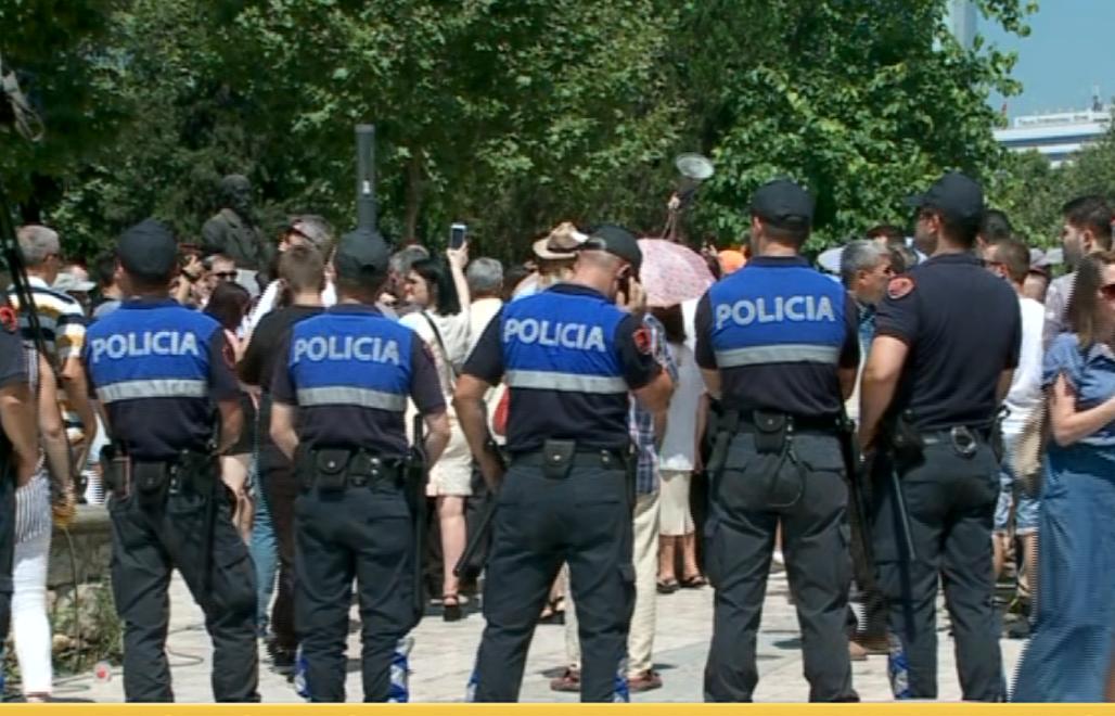 policia-ne-proteste