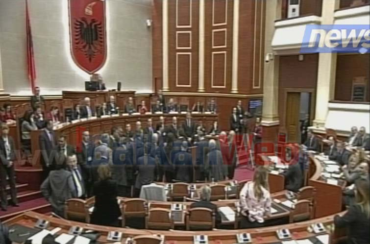 parlament basha ngrihet