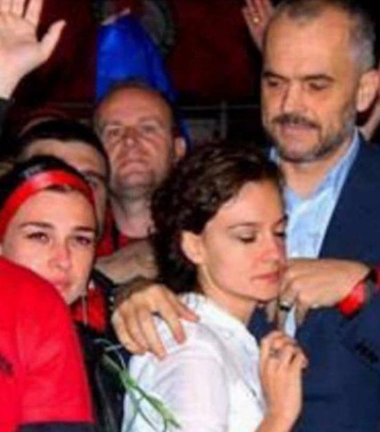 Spiropali përkrah Ramës, fotoja e vjetër që po thyen rrjetet sociale -  Balkanweb.com - News24