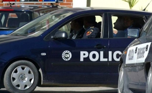 U gjobit dy herë, por pronari i lokalit në Krujë vijonte organizimin e festave. Policia i vë prangat
