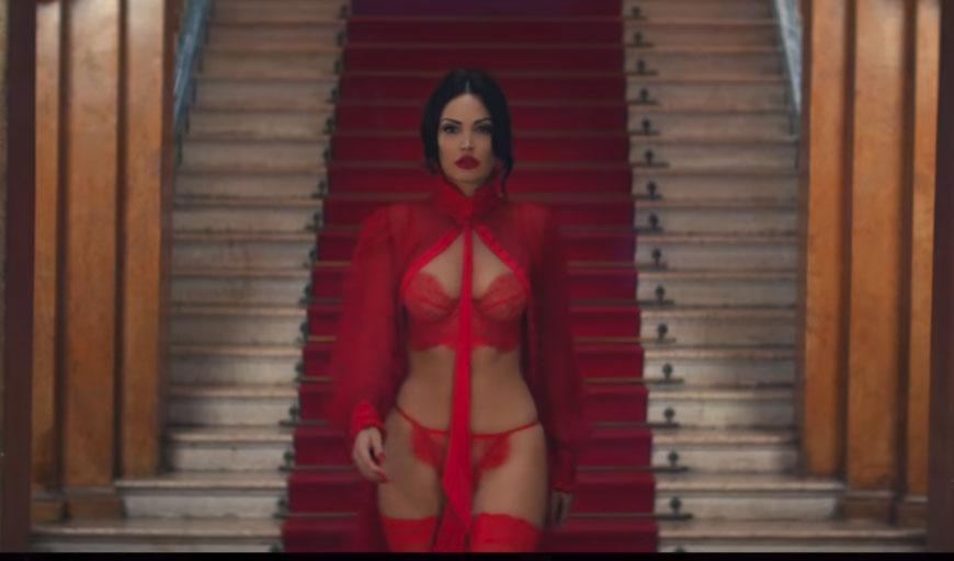 """foto galeri   Me seksi se kurrë/ Bleona Qereti publikon këngën e re """"Monster"""" 3 1"""