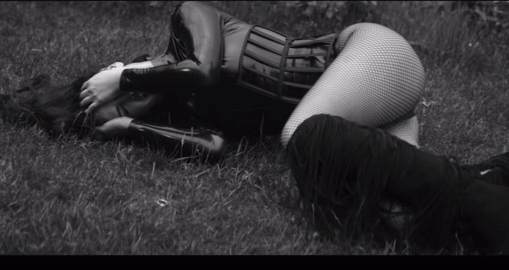 """foto galeri   Me seksi se kurrë/ Bleona Qereti publikon këngën e re """"Monster"""" bleona 1"""