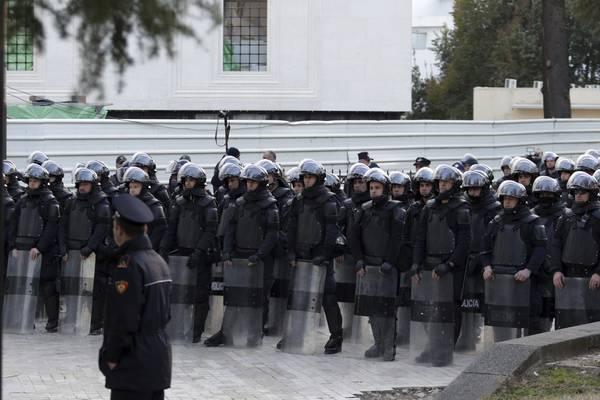 Scontri A Tirana, Polizia Lancia Lacrimogeni