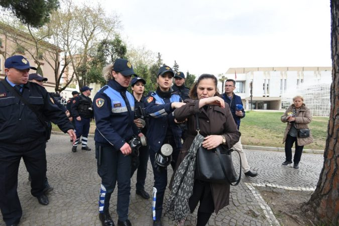 Protestueset Perplasja (6)