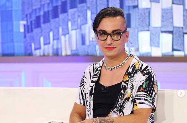 Elton Ilirjani del me makeup në emision: Meshkujt shqiptarë s'kanë shans me  mua - Balkanweb.com - News24