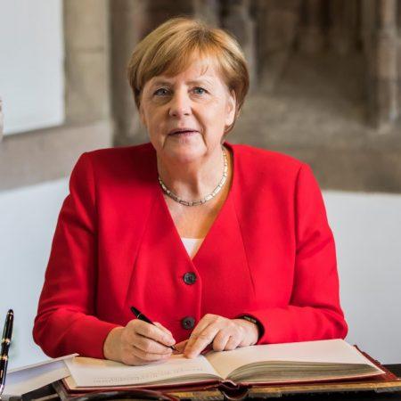 Besuch Bundeskanzlerin Angela Merkel Im Rathaus Köln 09916 696x696