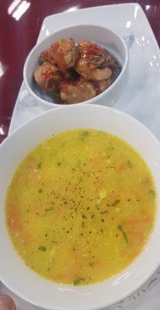 Supe E Shoqeruar Me Krahe Pule Pikante