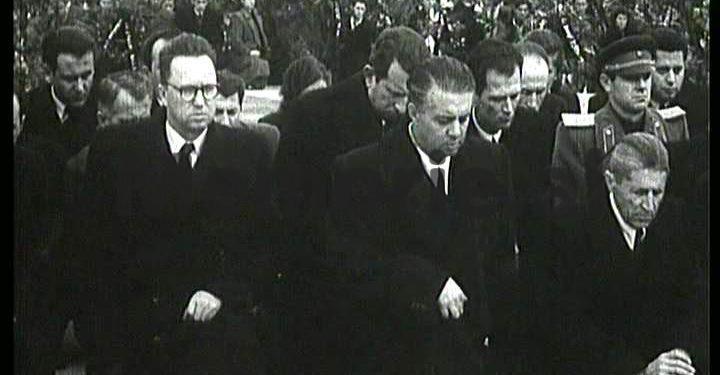 Enver Hoxha Ne Gjunje Per Vdekjen E Stalinit New Image 720x375