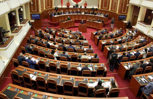 Parlamenti 1 600x391