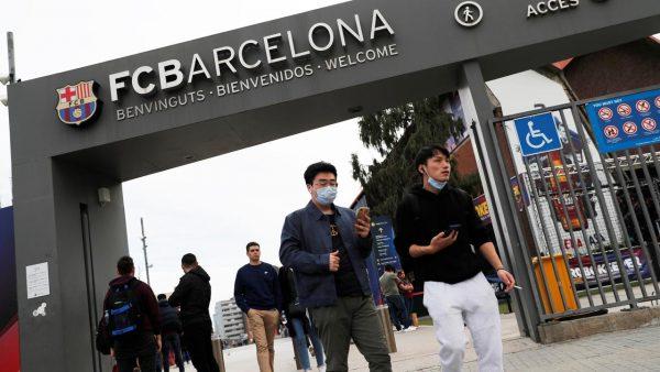 Fc Barcelona Verlaagt Tegen De Wil Van Spelers In Lonen Met 70 Procent