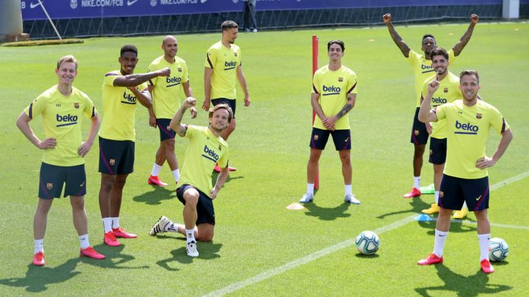 Barcelona Stars Train Cropped Gpgs3dx47q7r1hx2brtbmeobz