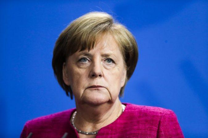 Merkel1 696x464