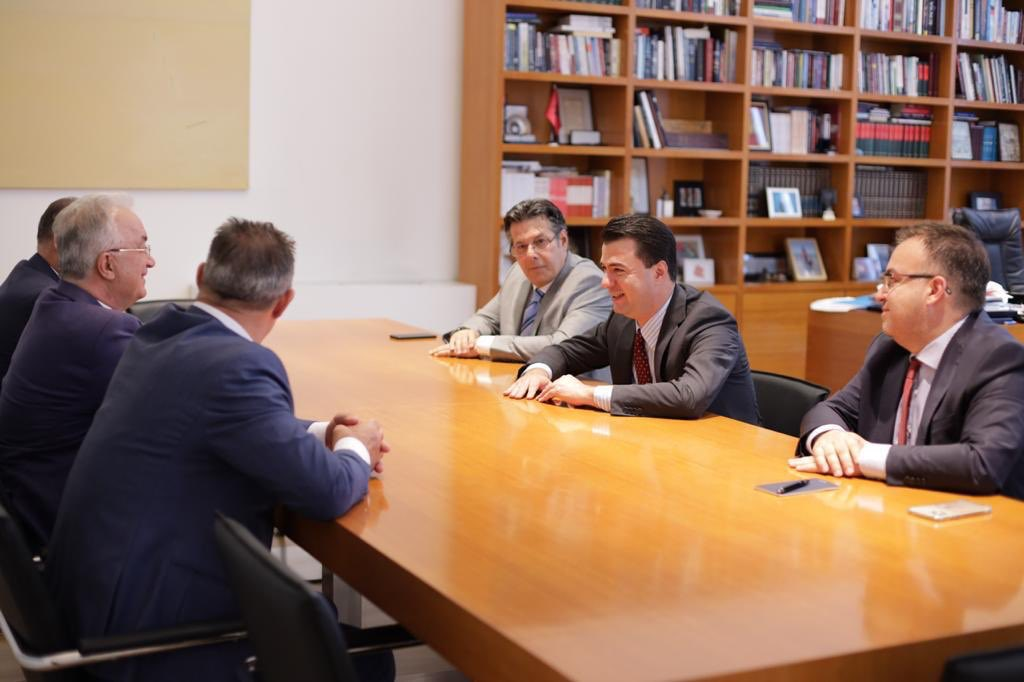 バシャは、コソボ出身の2人の元高官を歓迎します。ヨーロッパ大西洋のパートナー、機関、および政治勢力とともに、あらゆる課題を克服することを確信しています。  (アルバニア)