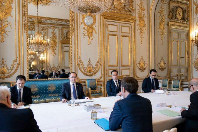 Hoti Macron