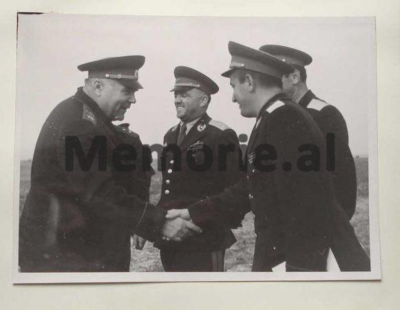 Marshalli Sovjetik Malinovski Duke Takuar Delegacionin Ushtarak Shqiptar Ne Traktatin E Varshaves Gjeneral Kolonel Petrit Dumen Halim Rramohiton Dhe Rrahman Parllakun 1959