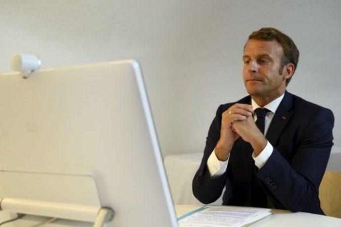 Macron Konference 696x464