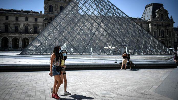 Paris Maska 696x392
