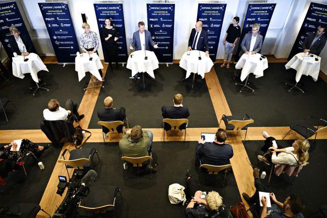 Sundheds Og Ældreministeriet Holder Pressemøde Om Udviklingen I Antallet Af Smittede I Danmark
